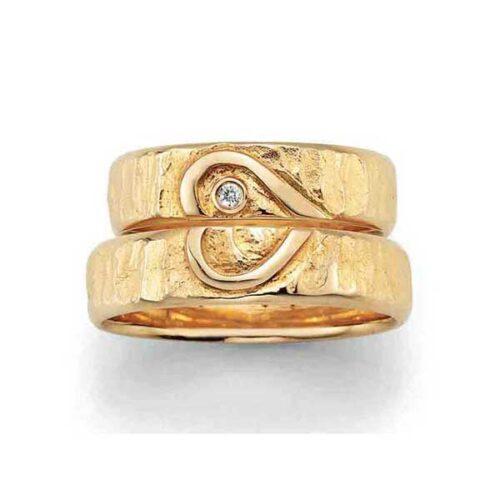 trouwringen-signs-love-hartvorm-14-krt-geelgoud-Circles Art&Jewelry-Zwijndrecht